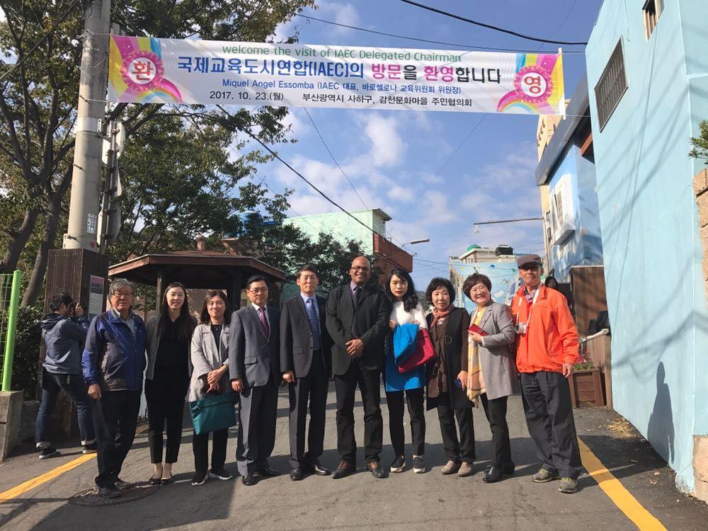 Le Prsident Dlgu De LAIVE A Visit Quartier Culturel Gamcheon Saha Gu