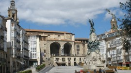 Vitoria_-_Plaza_de_la_Virgen_Blanca_22